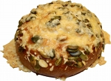 Laugenbrötchen mit Käse und Kürbiskernen überbacken  100g